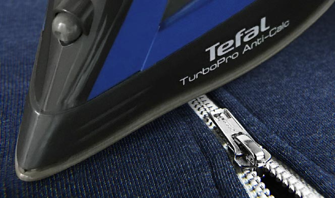 Glide between zips easily with a scratch resistant soleplate.